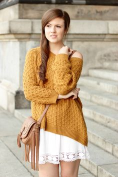 Herbstoutfit   Pre fall outfit   dress   kleid   weiß   pullover   sweater   senfgelb   mustard yellow   girl   fashion   fashionblogger   fashionlover   fashionista   brown bag   fringes   fransen   fall outfit   autumn outfit   herbst look