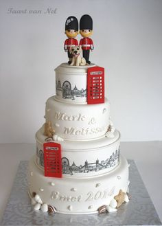 Wedding cake for a couple who love London and their dog (in front of bride and groom). Telephone booths are made of fondant. The London skyline is a frosty sheet Fondant Wedding Cakes, Fondant Cakes, Cupcake Cakes, Cupcakes, Beautiful Cakes, Amazing Cakes, London Cake, London Party, British Cake