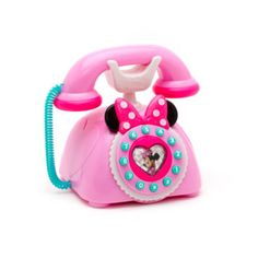 Little ones can place a call to the Happy Helpers Hotline with this cute Minnie Mouse phone! Finished in bright colours, the interactive set features light and sound functions, with fun Minnie phrases.