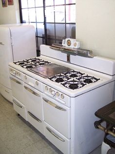 Roper Town & Country stove with eight burners, two ovens and three broilers. Vintage Kitchen Appliances, Old Kitchen, Kitchen Decor, Kitchen Design, Kitchen Notes, Laundry Appliances, White Appliances, Kitchen Stuff, Kitchen Island