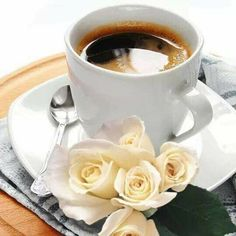 There is nothing more satisfying than a good cup of coffee. Coffee And Books, I Love Coffee, My Coffee, Good Morning Coffee, Coffee Break, Coffee Cafe, Coffee Drinks, Mini Desserts, Pause Café