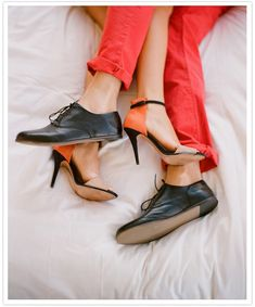 Style Snapshot: Rolled Up Orange Pants + Black Shoes Orange Heels, Orange Pants, Coral Heels, Coral Orange, Aries Woman, Photo Couple, Poses, Engagement Shoots, Black Shoes