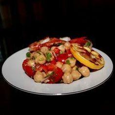 Sałatka z ciecierzycy z czerwoną cebulą i pomidorami @ allrecipes.pl