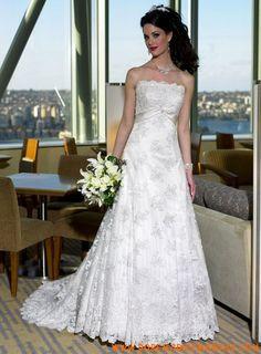 Robe princesse en satin et dentelle ornée de broderies et d'un ruban robe de mariée dentelle