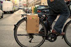 Austríacos inventam alforje de papelão que suporta até 10kg de compras.