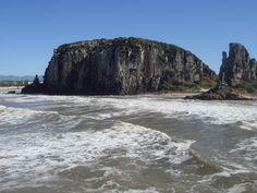 Em Torres, no Rio Grande do Sul, revisitando os lugares onde meu marido passou sua infância. Uma viagem linda que queremos repetir. Junho, 2009.