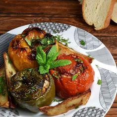 """35.5 χιλ. """"Μου αρέσει!"""", 220 σχόλια - Akis Petretzikis (@akis_petretzikis) στο Instagram: """"Σας το έχω πει πολλές φορές αλλά θα συνεχίζω να το λέω: τα γεμιστά είναι το αγαπημένο μου φαγητό! 😋…"""" Greece Food, Top 5, Bon Appetit, Baked Potato, Spices, Ethnic Recipes, Workout Fitness, Instagram, Food Food"""