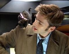 """David Tennant and time kitty?  See a montage of several photos of the two (filming the episode """"Gridlock"""") here: http://dalekhugger.tumblr.com/post/2053968859"""
