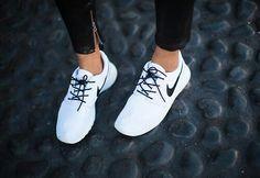 White black tick and laces #nikerosheruns
