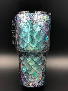 Diy Tumblers, Custom Tumblers, Glitter Tumblers, Glitter Cups, Glitter Paint, Mermaid Glitter, Glitter Photo, Resin Crafts, Dyi Crafts