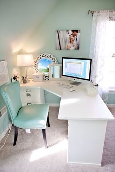 Love this desk/study/work area!   Home Decor Inspiration home decor, home inspiration, furniture, lounges, decor, bedroom, decoration ideas, home furnishing, inspiring homes, decor inspiration. Modern design. Minimalist decor. White walls. Marble countertops, marble kitchen, marble table. Contemporary design. Mid-century modern design. Modern rustic. Wood accents. Subway tile. Moroccan rug.