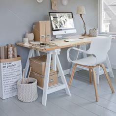 Instalar suelo laminado de estilo nórdico en nuestra oficina no hará trabajar mucho más cómodos