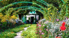 Resultado de imagem para fotos de casas antigas com jardim