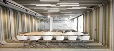 Pedra Silva Arquitectos designed the offices for software developer, Fraunhofer, located in Porto, Portugal. The Fraunhofer Portugal association is a part Office Fit Out, Retro Office, Cool Office, Office Ideas, Office Interior Design, Office Interiors, Bolon Flooring, Portugal, Open Ceiling