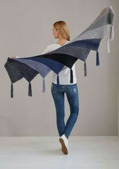 Fan cloth as Wingspan variant - Stricken , Fächertuch als Wingspan Variante Fan cloth as Wingspan version - free knitting instructions Stricken. Poncho Au Crochet, Poncho Knitting Patterns, Shawl Patterns, Knitted Shawls, Crochet Scarves, Free Knitting, Knit Crochet, Crochet Patterns, Crochet Afghans