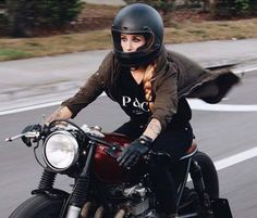 Cafe Racer girl | caferacerpasion.com