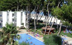 Todellinen hotellihelmi Alcudian rannalla. Koko perhe viihtyy Sofian hyvinvarustelluissa, hienoissa kaksioissa. Hotellin alueella on vehreä puutarha, josta löytyy luonnollista varjoa auringolta. Rentoudu allasalueella, jossa lapsille on oma uima-allas sekä mukava leikkipaikka. Hotellin naapurustossa on kaikkea mitä lomalla tarvitsee: mukavia ravintoloita, baareja ja kauppoja. Iltakävely läheiseen satamaan on mieluisaa puuhaa koko perheelle. www.apollomatkat.fi