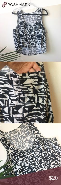 """Anthropologie crop top tank Black and white geometric design tank top on pocket detail. Bust:21"""" front length:19.5"""" back length:21.5"""" Feel free to ask me any questions! Anthropologie Tops Tank Tops"""