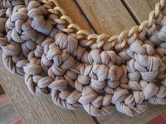 detalle tejido collar trapillo