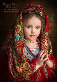 Russian girl in traditional shawl Beautiful Little Girls, Beautiful Children, Beautiful Babies, Beautiful People, Kids Around The World, We Are The World, Russian Beauty, Russian Fashion, Cute Kids