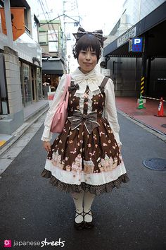 111113-8828: Japanese street fashion in Harajuku, Tokyo: Angelic Pretty, Innocent World, Emily Temple Cute, Milk