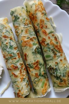 Herb and cheese blini - simple & quick recipe to bite Kräuter-Käse-Blini – einfaches & schnelles Rezept zum Anbeißen Special recipe idea for pancakes Blini dough with herbs & cheese fluffy, aromatic & incredibly tasty Special Recipes, Quick Recipes, Quick Easy Meals, Easy Dinner Recipes, Appetizer Recipes, Breakfast Recipes, Breakfast Ring, Breakfast Pancakes, Breakfast Ideas