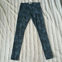 Abercrombie and Fitch leggings Bluish gray and black patterned leggings. Excellent condition. Worn once. Abercrombie & Fitch Pants Leggings