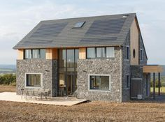 Maison passive en bois et pierre.