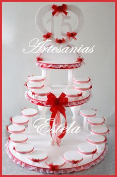 Maqueta-Para-Souvenirs-De-15-Años Cake Stand Decor, Diy Cupcake Stand, Styrofoam Crafts, Cake Tower, Blue Centerpieces, Glitter Wine, Quinceanera Party, Sweet 15, Ideas Para Fiestas
