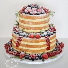 Naked Cake para Casamento: 2 andares de massa branca com ganache de limão siciliano, decorado com frutas vermelhas e alecrim.