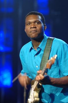 ROBERT CRAY - ONE OF THE BEST OF CONTEMPORARY BLUESMEN - A CROSS BETWEEN THE GREAT URBAN POST-WAR BLUESMEN, AND THE STAX SOUL MEN OF THE 60'S. A UNIQUE AMALGAM. LOVE ROBERT!