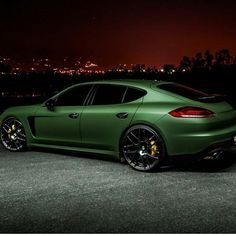 Porsche Panamera - I don't like green, but this matte variant is quiet cool!
