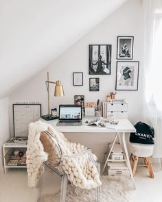 Cozy chic home office – Nora K. Cozy chic home office – Home Office Design, Home Office Decor, Home Interior Design, Office Ideas, Desk Ideas, Cozy Home Office, Desk Office, Office Chic, Office In Bedroom Ideas