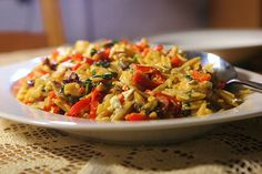 Orzo with shrimp, red peppers, and mushrooms Orzo Recipes, Greek Recipes, My Recipes, Vegan Recipes, Cookbook Recipes, Cooking Recipes, Greek Cooking, Weight Watchers Meals, Red Peppers