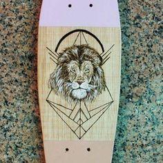 Última de la tanda!  .  .  .  #art #pyrography #woodart #lion #native #woodwork #aztec #woodskateboard #skateboardart #skate #skateboard #longboard #longboardart #longboarddownhill #longboardgirl #surf #surfboard #snow #snowboard #downhill #doodle #zendoodle #zentangle #skateboarding #lifestyle #woodburning #dibujo #debuxo