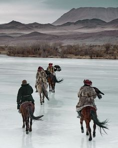 Photographer : Jimmy Nelson  (Kazakhs, nomadic people of western Mongolia)