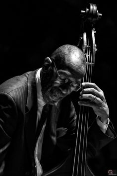 """""""Ron Carter"""" by Andrea Palmucci - Jazz Photo - Musical Learning Jazz Artists, Jazz Musicians, Music Pics, Music Photo, Music Pictures, Ron Carter, Musician Photography, Photography Music, Jazz Players"""