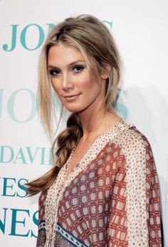 Love this simple neutral look of Delta Goodrem