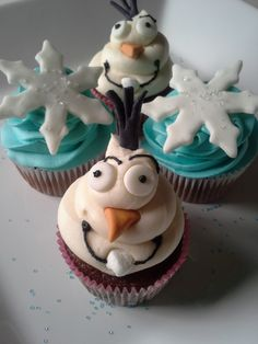 Olaf inspired cupcakes.