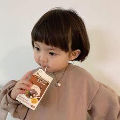 Cute Asian Babies, Korean Babies, Cute Babies, Cute Baby Girl Pictures, Cute Girl Pic, Cute Little Baby, Little Babies, Couple With Baby, Baby Tumblr