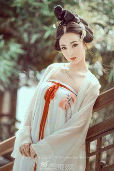 Traditional Fashion, Traditional Outfits, Traditional Chinese, Japanese Beauty, Asian Beauty, Chinese Kimono, Ancient Beauty, China Girl, Pretty Asian