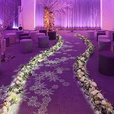 Beautiful aisle lighting from Levy Lighting via Colin Cowie Weddings. For more #wedding inspiration visit www.modernwedding.com.au.