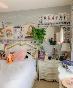 Does your room feel boring? Upgrade it today at Room Ideas Bedroom, Girls Bedroom, Bedroom Decor, Bedrooms, Bedroom Inspo, Cute Room Ideas, Cute Room Decor, Chill Room, Cozy Room