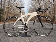 Le vélo de triathlon Rafael Ueberbike remporte un Eurobike Gold . Wooden Bicycle, Wood Bike, Triathlon, Bicycle Components, Cool Bicycles, Bicycle Design, Cycling Outfit, Bike Ideas, Project Ideas