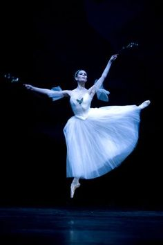 "Igone de Jongh in ""Giselle"" (Het Nationale Ballet). Photo Angela Sterling"