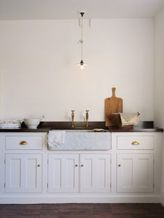 The definitive sourcebook for the considered home, Remodelista, feature our brand new deVOL Carrara Marble Sinks