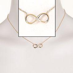 Vakker infinity halskjede i forgylt sølv med blank overflate og 1 fasettslipt hvit zirkon.
