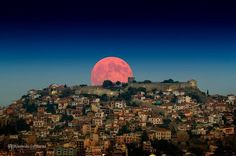 Red Moon rise over the village of Kavala in Greece /// #travel #wanderlust