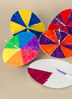 Explore color science with DIY color spinners made with Crayola Markers for an easy kids€™ craft. Stem Projects, Projects For Kids, Art Projects, Easy Crafts For Kids, Diy For Kids, Paper Spinners, Travel Crafts, Art Lessons Elementary, Art Classroom