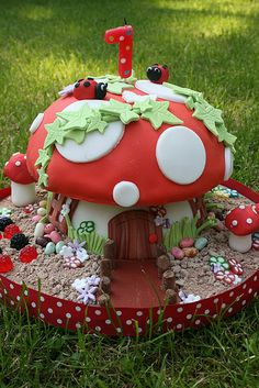 toadstool cake   Blogged at http//littlebuttontales.typepead…   Littlebuttontales   Flickr